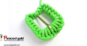 paracord-buckle-covering-half-hitch