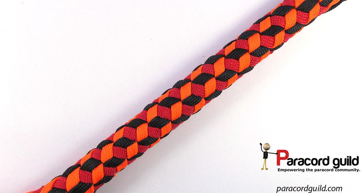 Triaxial weave aka. Qbert weave - Paracord guild