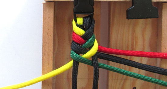 rasta-paracord-bracelet-tutorial (12 of 16)