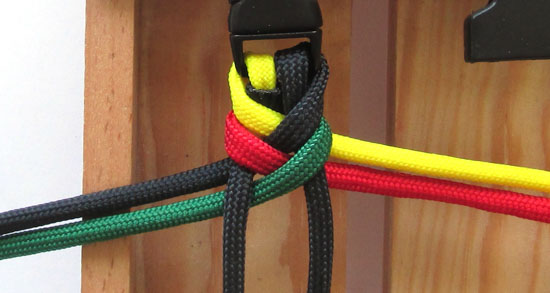 rasta-paracord-bracelet-tutorial (9 of 16)