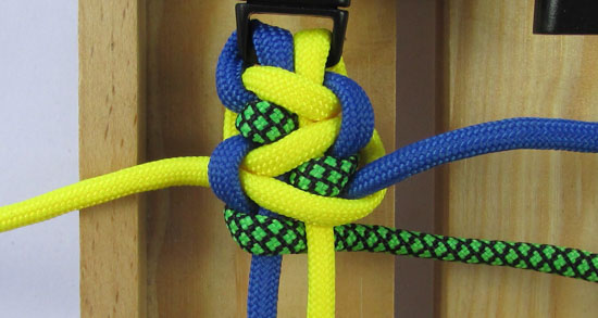solomons-dragon-paracord-bracelet-tutorial (15 of 23)