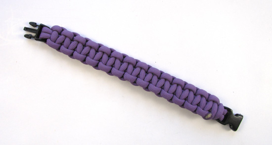 heart-stitched-paracord-bracelet-tutorial (1 of 25)