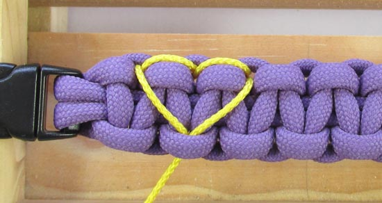 heart-stitched-paracord-bracelet-tutorial (13 of 25)