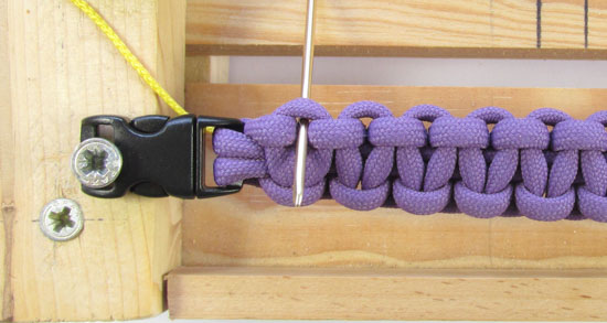 heart-stitched-paracord-bracelet-tutorial (4 of 25)