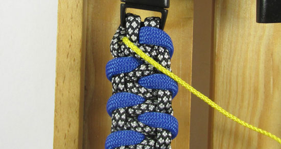stitched-caged-solomon-paracord-bracelet-tutorial-3-of-13