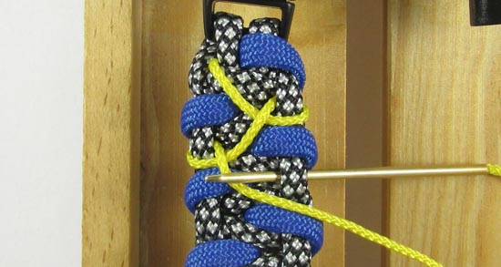 stitched-caged-solomon-paracord-bracelet-tutorial-8-of-13