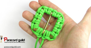 buckle-covered-with-paracord