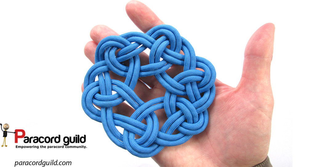 Another look at the kringle mat made using 6 loops. You can tell it is made using 6 loops by the hexagon in the center.