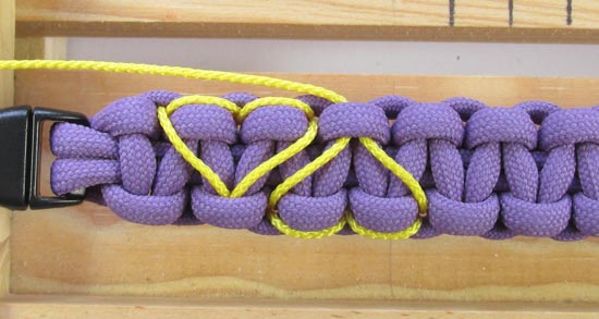 heart-stitched-paracord-bracelet-tutorial (23 of 25)
