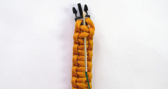 herringbone-stitched-paracord-bracelet-tutorial (1 of 16)