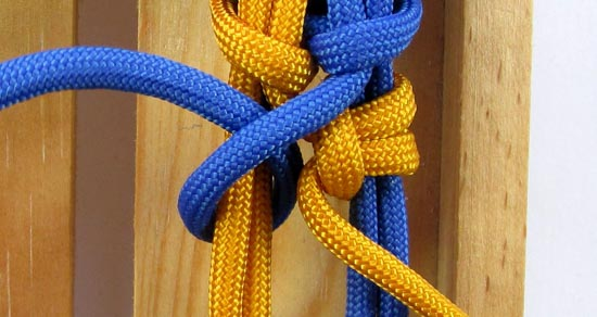 crossed-chain-sennit-paracord-bracelet-tutorial-20-of-28
