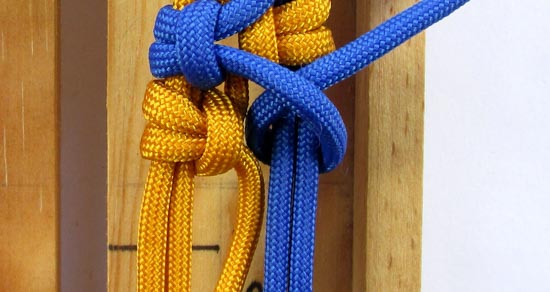 crossed-chain-sennit-paracord-bracelet-tutorial-26-of-28
